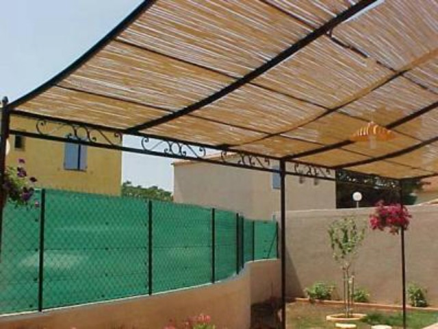 awesome pergola avec canisse pictures amazing house design. Black Bedroom Furniture Sets. Home Design Ideas